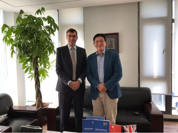 Steven-McGuire先生(左)与金矢留学总裁季铁军先生(右).jpg