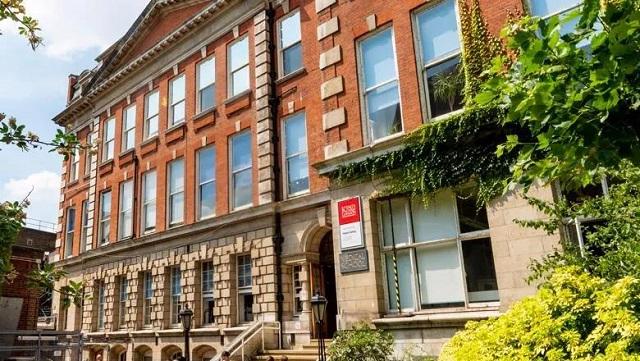 英国伦敦国王学院.jpg